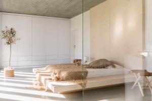 Walk in Wardrobes -  opening doors Wardrobes -  minimalistic opening doors