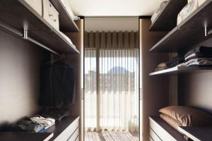 Walk in Wardrobes - We are a company that offers a complete consultancy design and manufacturing service providing the highest quality in custom made walk in wardrobes.