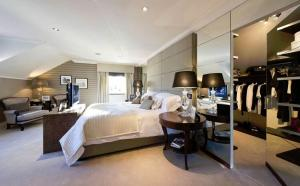 Walk in Wardrobes -Luxury bedroom
