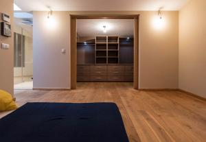 Walk in Wardrobes - Sliding Wardrobes -  beautiful minimalistic bedroom wardrobe
