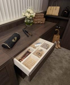 Wardrobe accessory desk